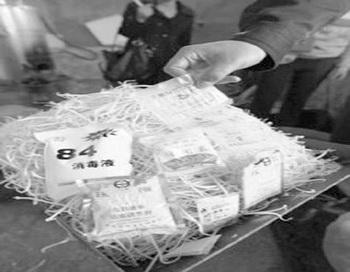 Правоохранительные органы взяли образцы пророщенных бобов на исследование в одном из подозрительных производственных цехов.