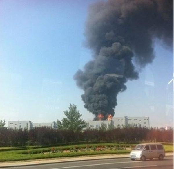 Пожар на заводе Foxconn в городе Янтай в Китае. Фото: epochtimes.com