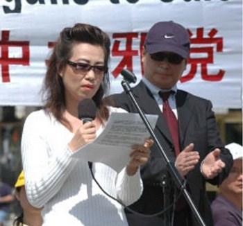 Ан Ни рассказывает о своём бывшем муже-хирурге, который вырезал роговицы у живых последователей Фалуньгун. Фото: The Epoch Times