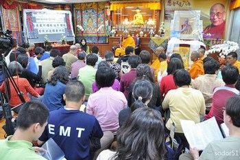 Молебен в поддержку монахов монастыря Кирти. Тайбэй, Тайвань. 18 апреля 2011 год. Фото с savetibet.ru