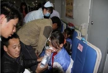 Более 270 детей доставлены в больницу с пищевым отравлением. Провинция Шэньси. Апрель 2011 год. Фото с epochtimes.com
