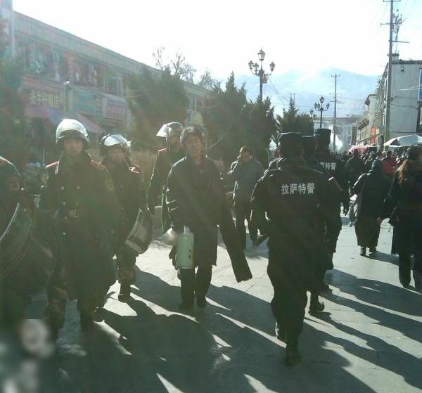 Тибетская Лхаса превращается в «военный город». Январь 2012 год. Фото с epochtimes.com