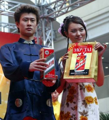На подарки в прошлом году китайцы потратили более 100 миллиардов долларов. Фото CHINA OUT GETTY OUT AFP PHOTO