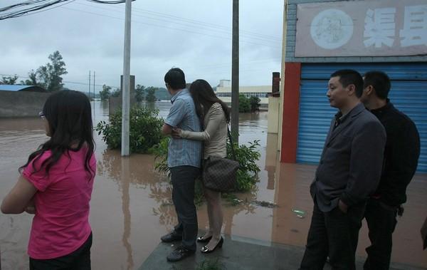 Наводнение в городе Дачжоу провинции Сычуань. 19 сентября 2011 год. Фото: ifeng.com