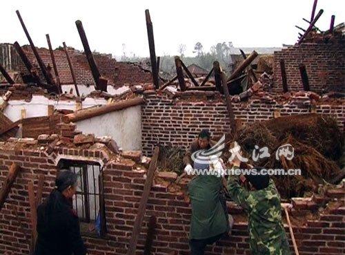 Ураган разрушил и повредил более 800 домов. Апрель 2012 года. Провинция Цзянси. Фото с news.qq.com