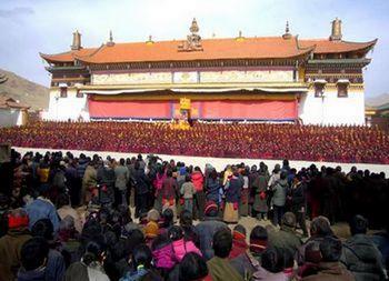 Тибетский монастырь Кирти, пятеро монахов которого в этом году совершили самосожжение в знак протеста репрессивной политики Пекина. Фото с epochtimes.com