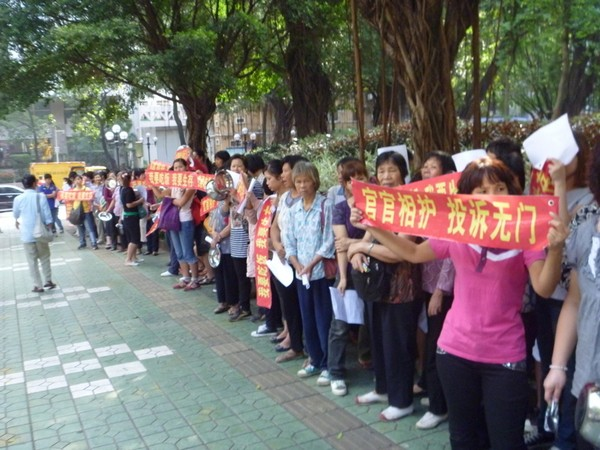 Протест крестьян против коррупции. Провинция Гуандун. Ноябрь 2011 год. Фото с epochtimes.com