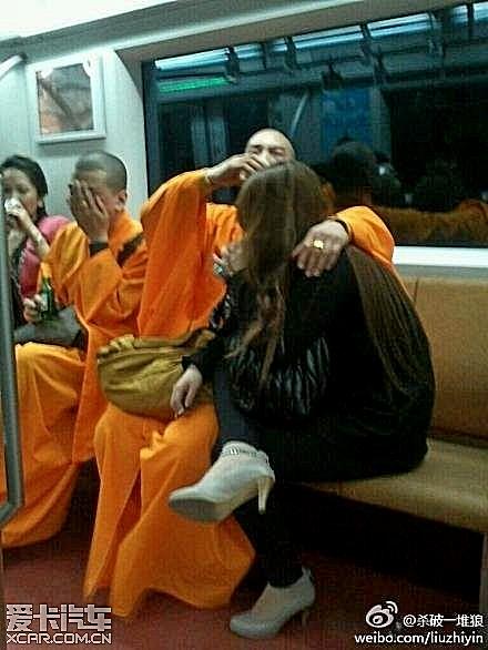 Современные китайские монахи. Фото с aboluowang.com