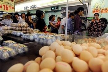 Остаётся непонятным, удалось ли китайскому правительству решить проблему с ростом цен на продукты. Фото: STR/AFP/Getty Images
