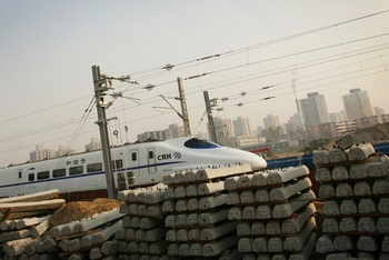 Непрерывно растут долги Министерства железных дорог КНР. Фото: Feng Li/Getty Images