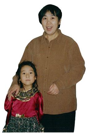 Ма Хуэй и её дочь, которых незаконно депортировали из России в Китай. Фото: The Epoch Times
