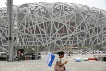 Олимпийский стадион «Птичье гнездо» по мнению Ай Вэйвэя был создан режимом компартии для прославления своих заслуг. Фото: LIU JIN / AFP