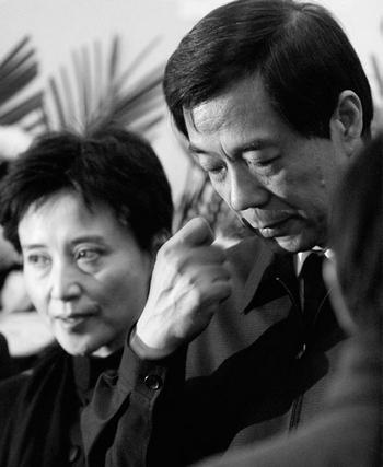 Бо Силай и его жена уже полностью лишены свободы. Фото с epochtimes.com
