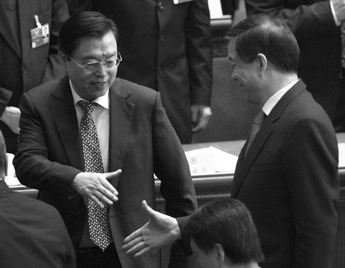 Чжан Дэцзян (слева) и Бо Силай. Фото: AFP