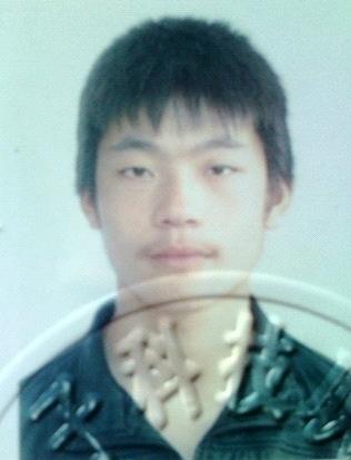 17-летний Ван Юй. Приговорён к двум годам заключения за практику Фалуньгун