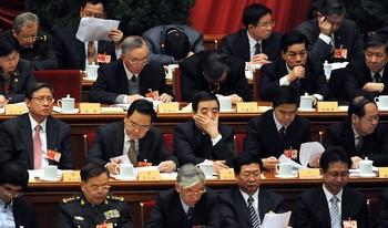 Скучающие и дремлющие на парламентской сессии «народные представители». Фото: AFP PHOTO/Frederic J. BROWN