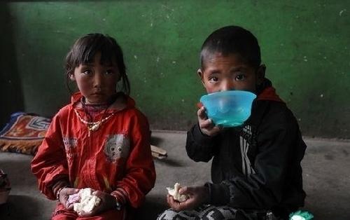 Школьники бедных районов Китая. 2011 год. Фото с epochtimes.com