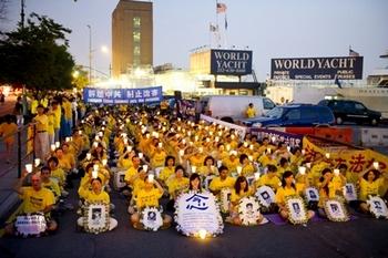 Акция памяти сторонников Фалуньгун, погибших в результате преследования со стороны властей в Китае. Июль 2011 год. Вашингтон, США. Фото: The Epoch Times