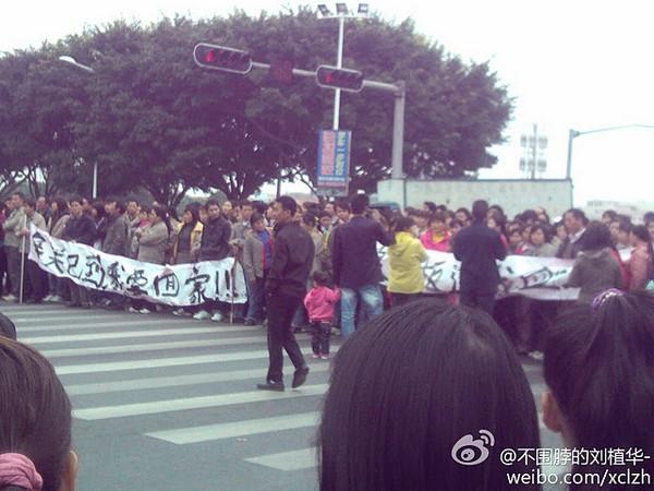 Протест рабочих игрушечной фабрики. Провинция Гуандун. Январь 2012 год. Фото с epochtimes.com