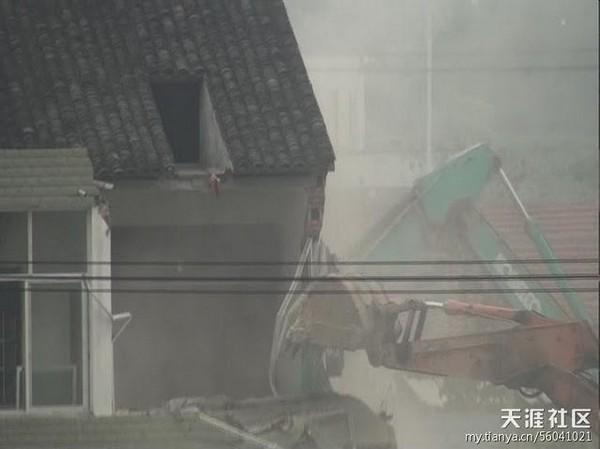 Насильственный снос дома. Провинция Чжэцзян. Сентябрь 2011 год. Фото с epochtimes.com