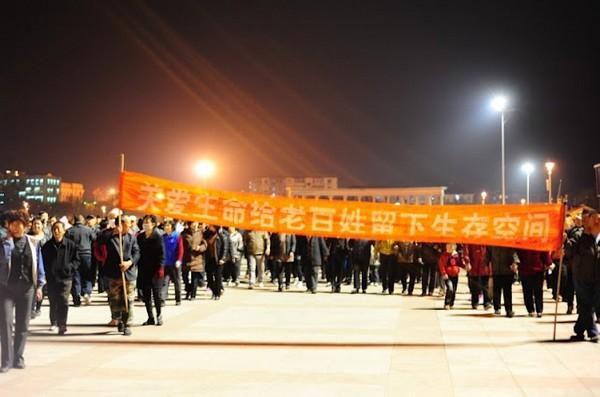 Протесты против загрязнения экологии. Город Тяньцзинь. Апрель 2012 год. Фото с molihua.org