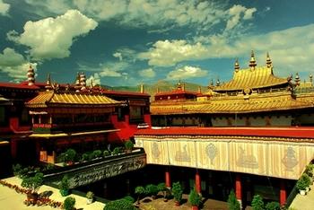 В Тибете коммунистические власти Китая кроме буддистов, преследуют также и христиан. Фото с epochtimes.com