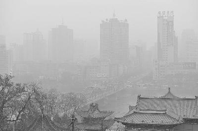 Город Ланьчжоу провинции Ганьсу покрыт густым смогом. Декабрь 2011 год. Фото с epochtimes.com