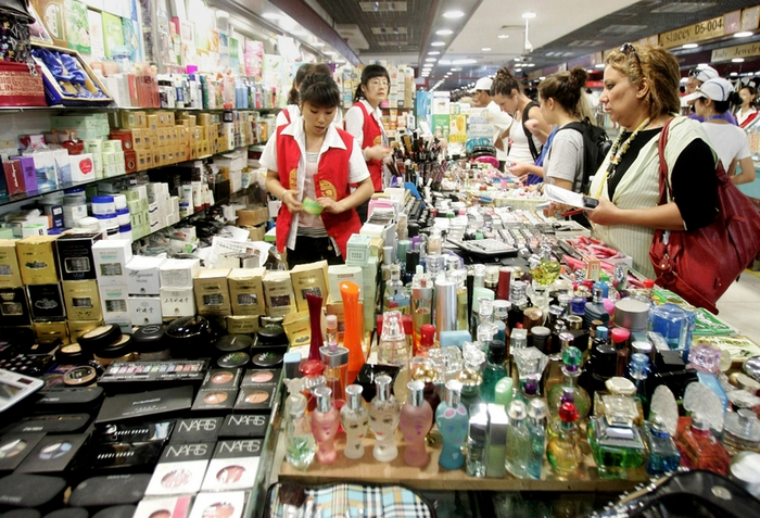 В китайской косметике содержание ртути может превышать нормы в десятки тысяч раз. Фото: Dan Martin/AFP