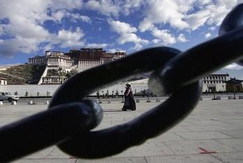 Новая политика Пекина может усилить напряжение в Тибете. Фото: China Photos/Getty Images