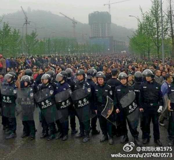 Во время протестов в Чунцине. Апрель 2012 год. Фото с epochtimes.com