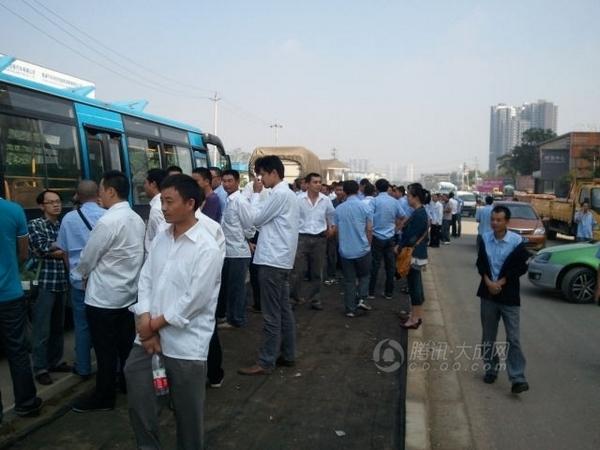 Забастовка таксистов. Город Чэнду провинция Сычуань. 15 сентября 2011 год. Фото: Тэнсюнь
