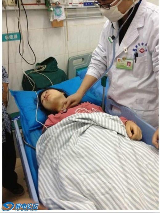 Дочь Ши Канмина тоже попала в больницу, получив сильный шок от зрелища горящего отца. Провинция Хунань. Октябрь 2012 года. Фото с epochtimes.com