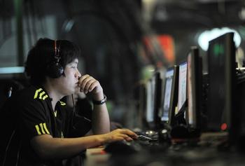 Пользователей микроблогов в Китае обязали регистрироваться под настоящими именами. Фото: GOU YIGE / AFP ImageForum