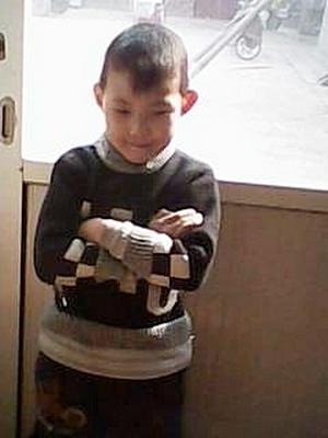 После ареста отца, дома с пожилой бабушкой остался его семилетний сын. Фото с epochtimes.com