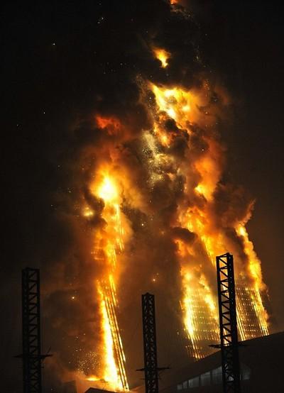 Пожар в одном из строений комплекса зданий нового офиса центрального телевидения Китая. Февраль 2009 год. Фото с epochtimes.com