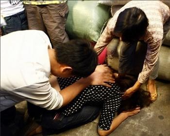 Родители пострадавшей девочки. Фото с epochtimes.com