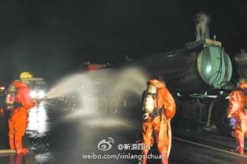 В результате ДТП в реку вылилось 38 тонн серной кислоты. Провинция Сычуань. Октябрь 2011 год. Фото с epochtimes.com