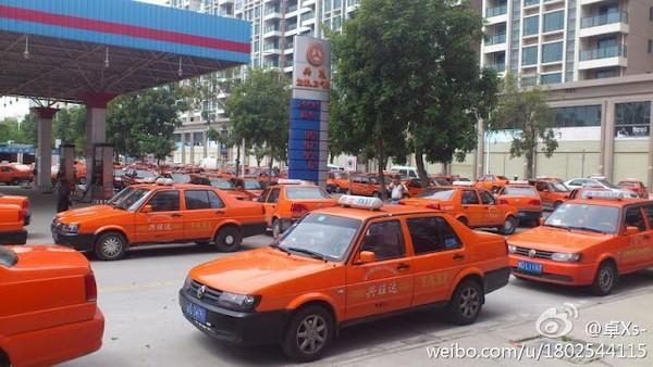 Забастовка таксистов. Город Сватоу провинции Гуандун. Март 2012 год. Фото с epochtimes.com