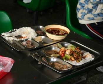 В Китае с бедным населением ежегодно выбрасываются миллионы тонн продуктов. Фото с epochtimes.com