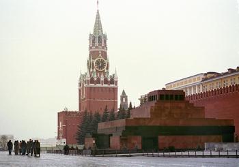 Китайцы поддерживают россиян, которые хотят убрать Ленина из мавзолея. Фото: Oleg Nikishin/Newsmakers/Getty Images