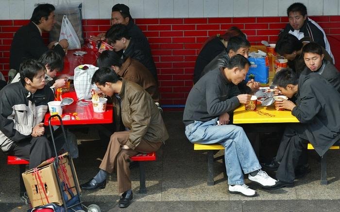 Каждую секунду 1300 китайцев едят лапшу быстрого приготовления. Фото: LIU JIN/AFP/Getty Images