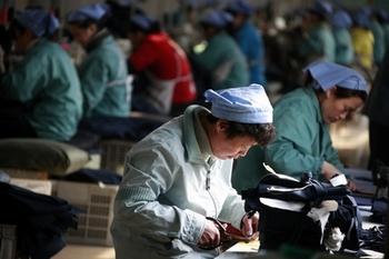 Дешёвая рабочая сила уже больше не привлекает в Китай иностранных инвесторов. Фото: AFP