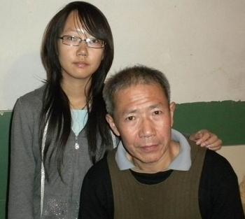 Цинь Юнминь со своей дочерью. Ноябрь 2010 год. Фото предоставил Цинь Юнминь