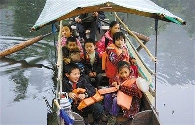 Дети едут в школу. Провинция Сычуань. Фото с epochtimes.com