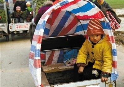 Дети едут в школу. Провинция Цзянсу. Фото с epochtimes.com