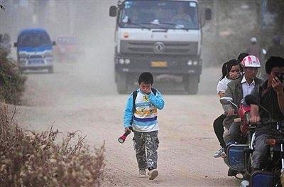 Дети едут в школу. Гуанси-Чжуанский автономный район. Фото с epochtimes.com