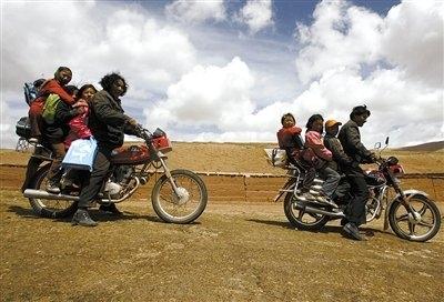 Дети едут в школу. Провинция Цинхай. Фото с epochtimes.com