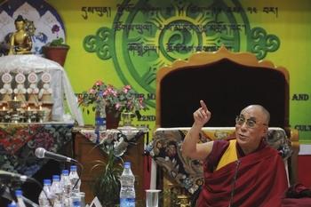 Далай-лама XIV на конференции в индийском городе Дхармсала сказал, что китайские власти не имеют никакого права вмешиваться в процесс определения его приемника. 23 сентября 2011 год. Фото: STRDEL/AFP/Getty Images