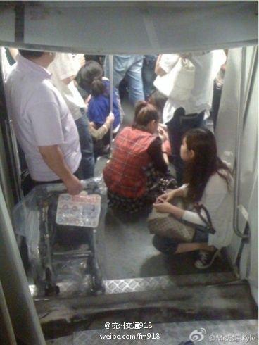 Столкновение поездов в шанхайском метро. Сентябрь 2011 год. Фото с epochtimes.com