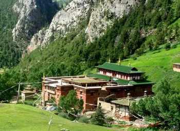 Монастырь Гама. Тибетский автономный округ. Фото с easy-linkholiday.com